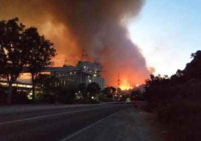 Son Dakika: Milas'taki yangınlarda alevler termik santrale sıçradı, bölgeden patlama sesleri geliyor